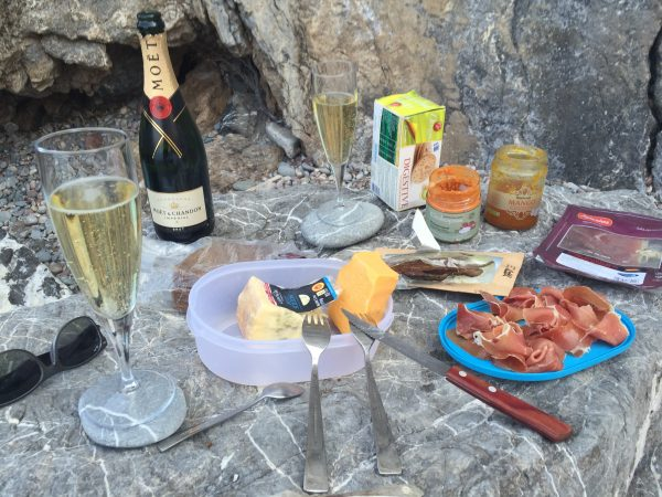 champagne_on_the_beach