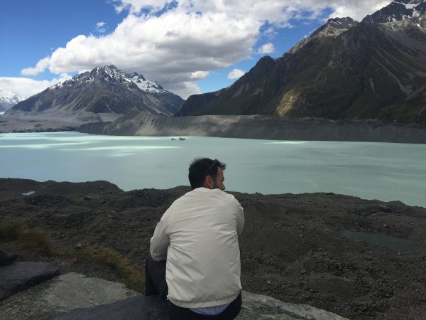 Mount_Cook_glacier_lake_1