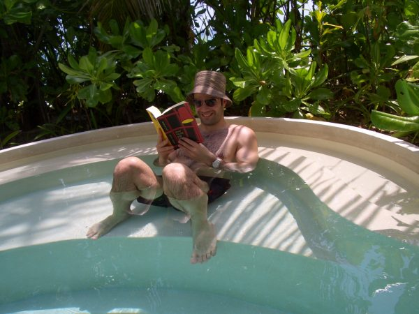 maldives_pool
