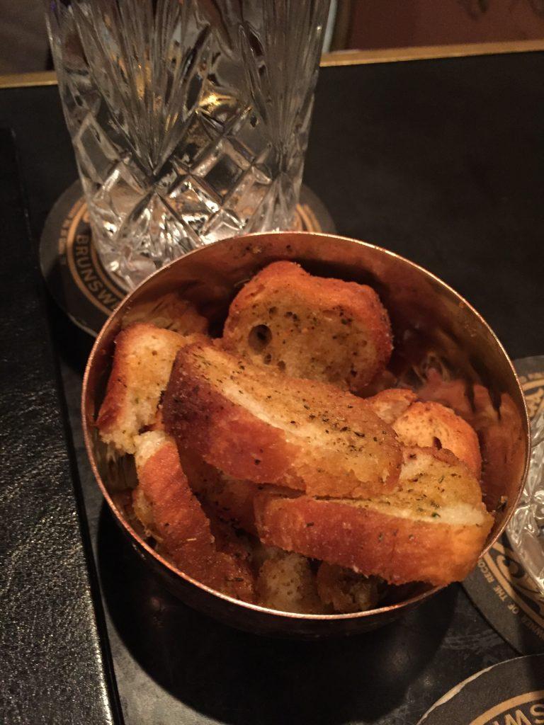 κρακερς με ποτο ψημενο ψωμί