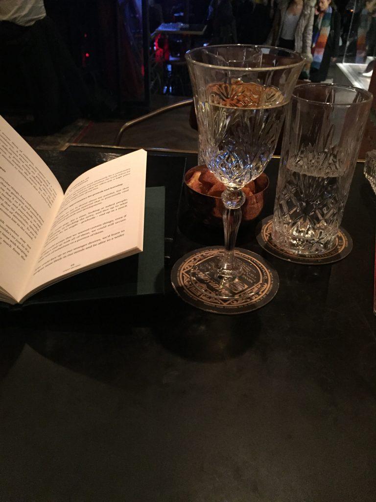 ποτο με βιβλιο